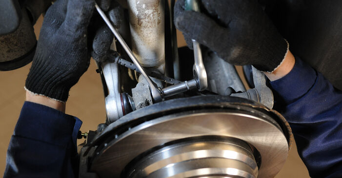 Stufenweiser Leitfaden zum Teilewechsel in Eigenregie von BMW E39 1999 525tds 2.5 Querlenker
