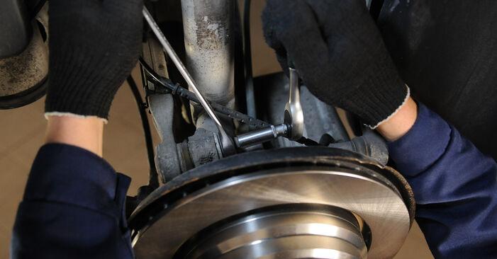 Wie problematisch ist es, selber zu reparieren: Querlenker beim BMW E39 525i 2.5 2001 auswechseln – Downloaden Sie sich bebilderte Tutorials