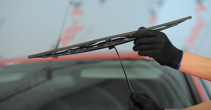How to replace FORD MONDEO III Estate (BWY) 2.0 16V 2001 Wiper Blades - step-by-step manuals and video guides
