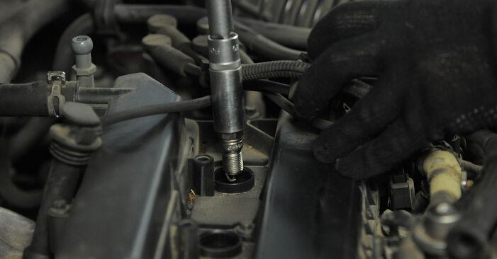 Wie schwer ist es, selbst zu reparieren: Zündkerzen Ford Mondeo bwy ST220 3.0 2006 Tausch - Downloaden Sie sich illustrierte Anleitungen