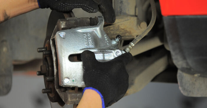 Schritt-für-Schritt-Anleitung zum selbstständigen Wechsel von Ford Mondeo Mk3 2005 2.2 TDCi Bremssattel