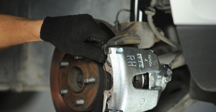 Ford Focus mk2 Sedanas 1.8 TDCi 2006 Stabdžių apkaba keitimas: nemokamos remonto instrukcijos