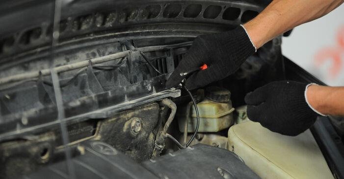 Innenraumfilter beim MERCEDES-BENZ A-CLASS A 210 2.1 (168.035, 168.135) 2004 selber erneuern - DIY-Manual