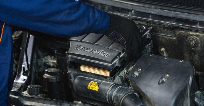 Wie schwer ist es, selbst zu reparieren: Luftfilter Mercedes W168 A 160 CDI 1.7 (168.006) 2003 Tausch - Downloaden Sie sich illustrierte Anleitungen
