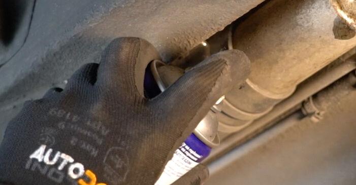 Wie Kraftstofffilter MERCEDES-BENZ A-Klasse (W168) A 170 CDI 1.7 (168.009, 168.109) 1998 austauschen - Schrittweise Handbücher und Videoanleitungen
