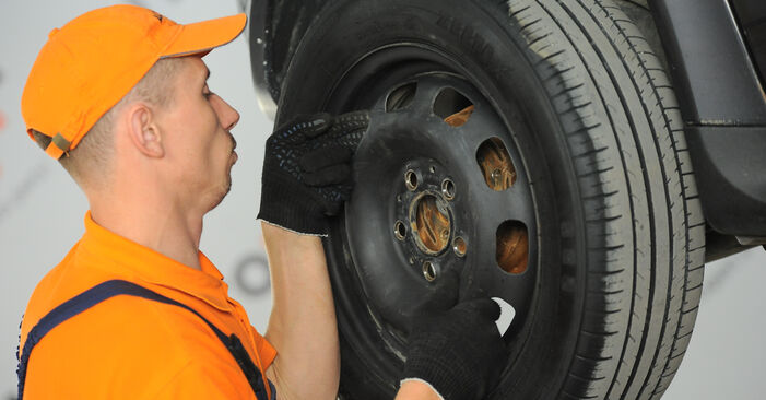 How to remove MERCEDES-BENZ A-CLASS A 190 1.9 (168.032, 168.132) 2001 Wheel Bearing - online easy-to-follow instructions