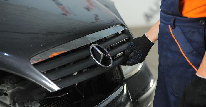 Austauschen Anleitung Stoßdämpfer am Mercedes W168 1999 A 140 1.4 (168.031, 168.131) selbst