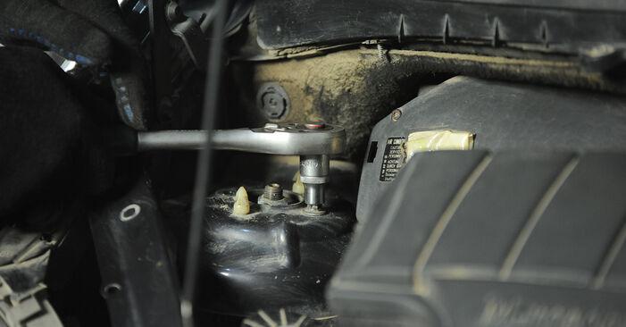 Federn Mercedes W168 A 160 1.6 (168.033, 168.133) 1999 wechseln: Kostenlose Reparaturhandbücher