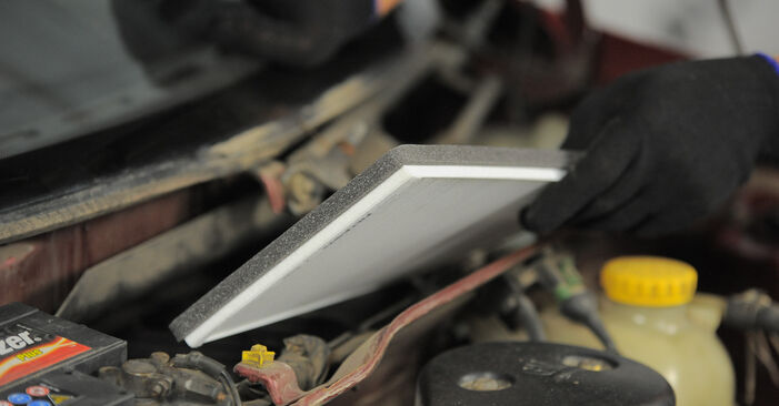 Corsa B Schrägheck (S93) 1.5 TD (F08, F68, M68) 1994 Innenraumfilter - Wegleitung zum selbstständigen Teileersatz