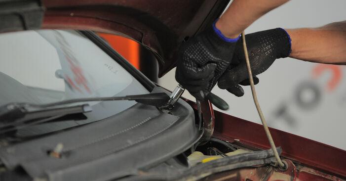Opel Corsa S93 1.2 i 16V (F08, F68, M68) 1995 Innenraumfilter wechseln: Kostenfreie Reparaturwegleitungen