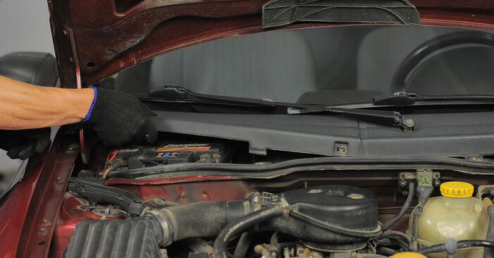 Ersetzen Sie Innenraumfilter am OPEL Corsa B Schrägheck (S93) 1.2 i (X 12 SZ, C 12 NZ) 1996 selber