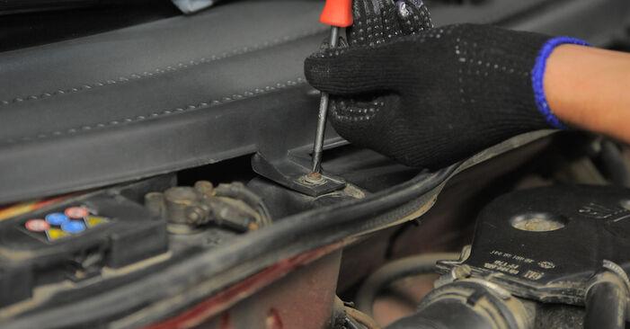 Wie kompliziert ist es, selbst zu reparieren: Innenraumfilter am Opel Corsa S93 1.4 i 16V (F08, F68, M68) 1999 ersetzen – Laden Sie sich illustrierte Wegleitungen herunter