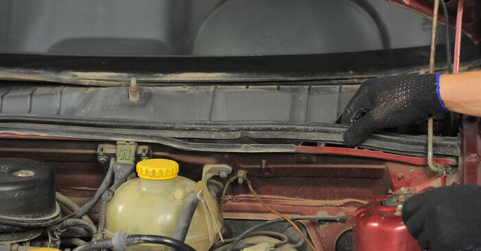 Wie lange braucht der Teilewechsel: Innenraumfilter am Opel Corsa S93 2001 - Einlässliche PDF-Wegleitung