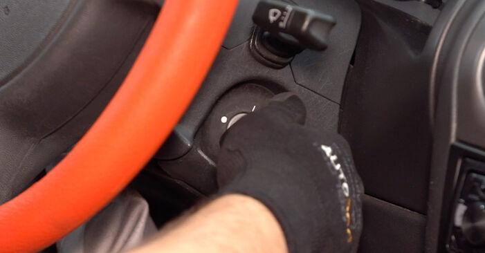 Kraftstofffilter Ihres Opel Corsa B 1.2 i (12 NZ) 2001 selbst Wechsel - Gratis Tutorial