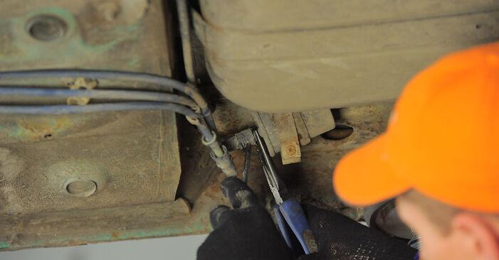 Kraftstofffilter Opel Corsa B 1.4 i (F08, F68, M68) 1995 wechseln: Kostenlose Reparaturhandbücher