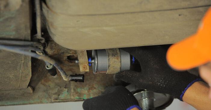 Kraftstofffilter am OPEL Corsa B Schrägheck (S93) 1.7 D (F08, F68, M68) 1998 wechseln – Laden Sie sich PDF-Handbücher und Videoanleitungen herunter