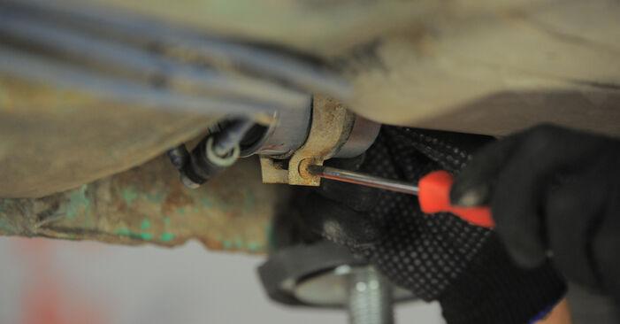 Wie schwer ist es, selbst zu reparieren: Kraftstofffilter Opel Corsa B 1.4 i 16V (F08, F68, M68) 1999 Tausch - Downloaden Sie sich illustrierte Anleitungen