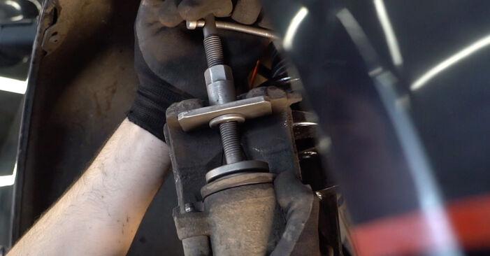 Trinn-for-trinn anbefalinger for hvordan du kan bytte Opel Corsa S93 1996 1.5 TD (F08, F68, M68) Bremseskiver selv