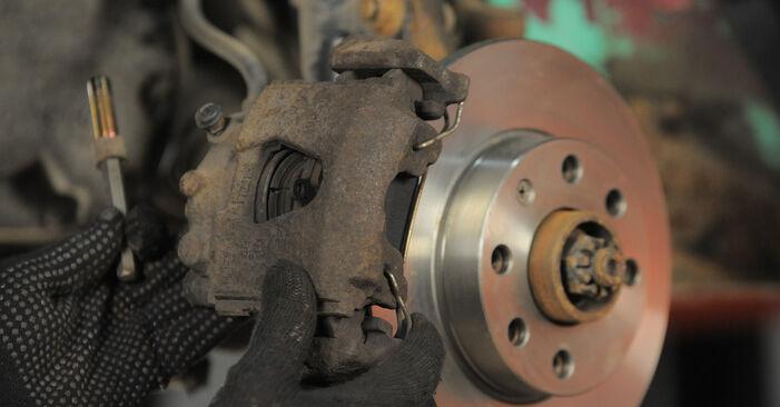 Bytt Corsa B Hatchback (S93) 1.5 TD (F08, F68, M68) 1994 Bremseskiver – gjør det selv med vår veiledning
