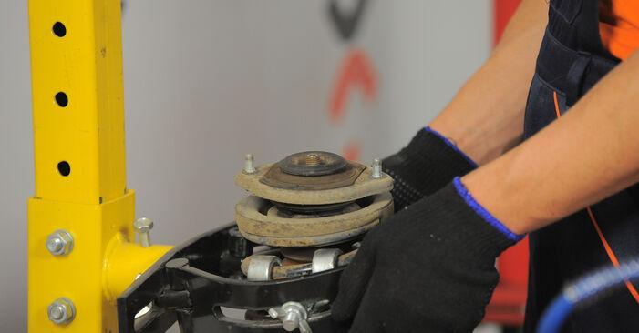 Steg-för-steg-rekommendationer för att byta Opel Corsa S93 1996 1.5 TD (F08, F68, M68) Fjäderbenslagring på egen hand