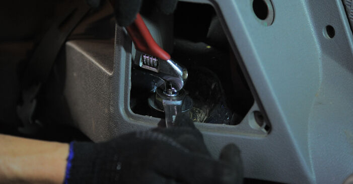 Consigli passo-passo per la sostituzione del fai da te Opel Corsa S93 1996 1.5 TD (F08, F68, M68) Ammortizzatori