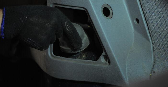 Sostituire Ammortizzatori su OPEL Corsa B Hatchback (S93) 1.4 i (F08, F68, M68) 1997 non è più un problema con il nostro tutorial passo-passo