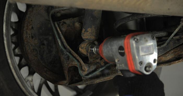 Come sostituire OPEL Corsa B Hatchback (S93) 1.0 i 12V (F08, F68, M68) 1994 Ammortizzatori - manuali passo passo e video guide