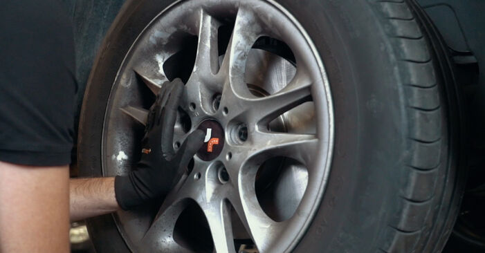 Wechseln ABS Sensor am BMW X3 (E83) 3.0 i xDrive 2006 selber