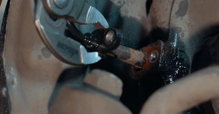 Wie schwer ist es, selbst zu reparieren: ABS Sensor BMW X3 E83 2.0 i 2009 Tausch - Downloaden Sie sich illustrierte Anleitungen