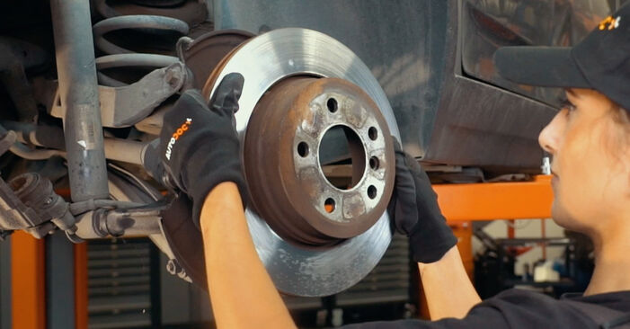 Bremsscheiben BMW X3 E83 xDrive20d 2.0 2005 wechseln: Kostenlose Reparaturhandbücher