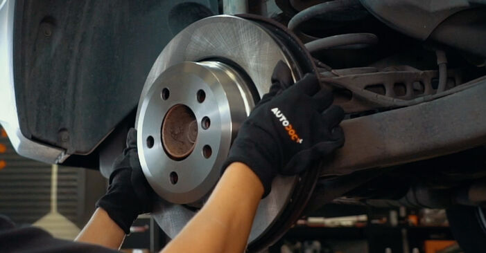 Bremsscheiben am BMW X3 (E83) 2.5 i 2008 wechseln – Laden Sie sich PDF-Handbücher und Videoanleitungen herunter