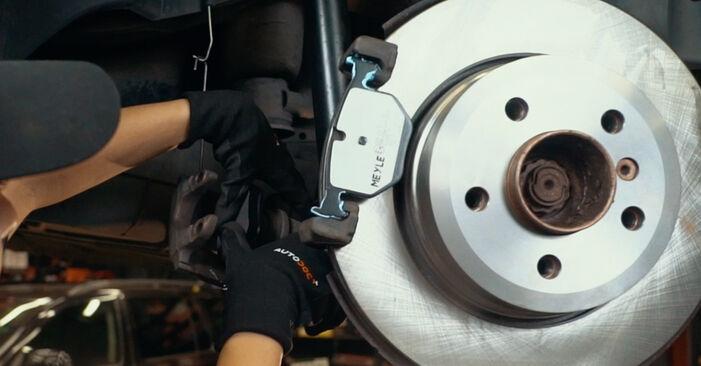 Tausch Tutorial Bremsscheiben am BMW X3 (E83) 2006 wechselt - Tipps und Tricks