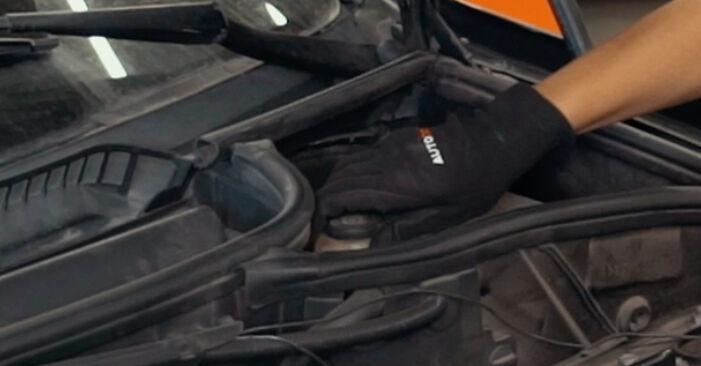 BMW X3 3.0 d Bremsscheiben ausbauen: Anweisungen und Video-Tutorials online