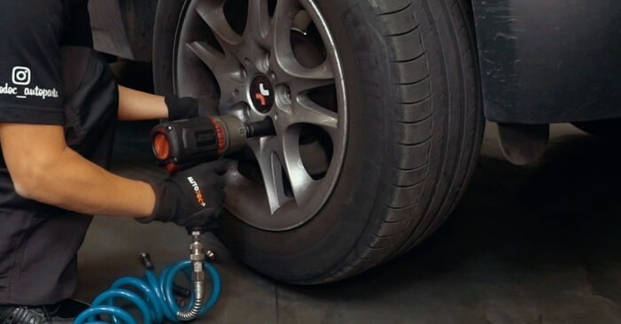 Changing Brake Pads on BMW X3 (E83) 3.0 i xDrive 2006 by yourself