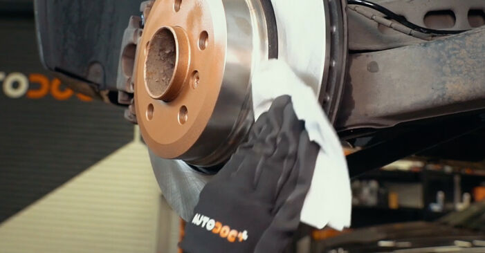 BMW X3 2.0 d Brake Pads replacement: online guides and video tutorials