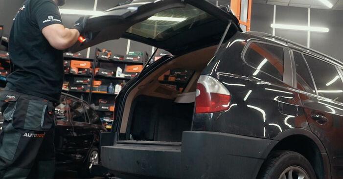 Hur byta Stötdämpare på BMW X3 E83 2003 – gratis PDF- och videomanualer