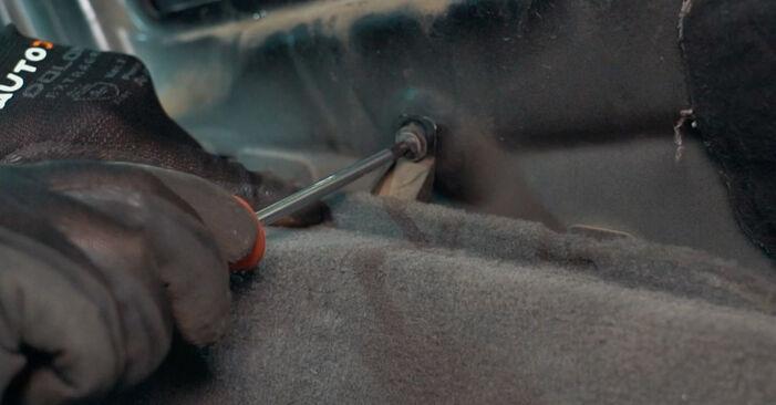 Byt BMW X3 2.0 d Stötdämpare: guider och videoinstruktioner online