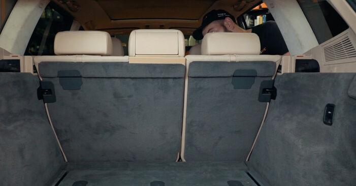 BMW X3 2010 Stötdämpare utbytesmanual att följa steg för steg