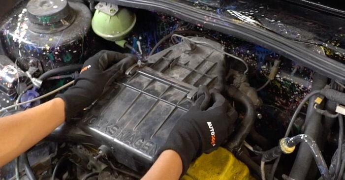 VW GOLF 1.8 Luftfilter ausbauen: Anweisungen und Video-Tutorials online