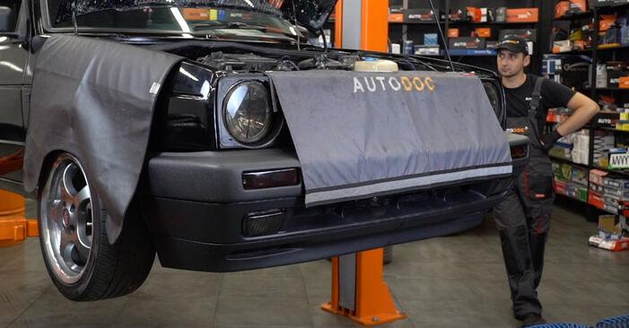 Slik bytter du VW GOLF II (19E, 1G1) 1.8 GTI 1984 Oljefilter selv – trinn-for-trinn veiledninger og videoer