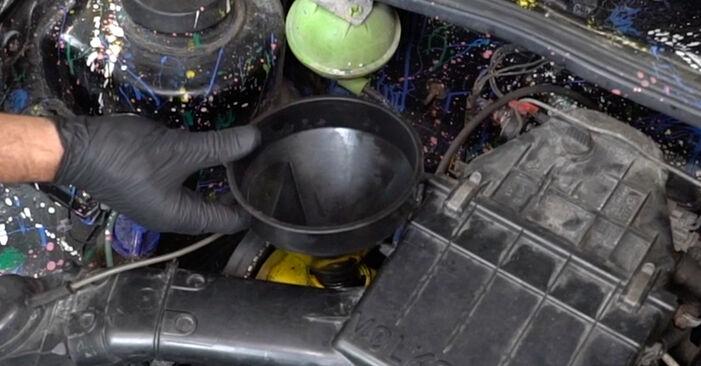 Hvordan bytte Oljefilter på VW GOLF II (19E, 1G1) 1.3 Cat 1986 selv
