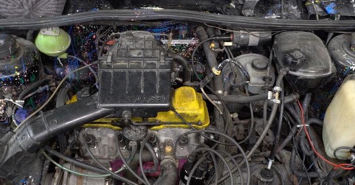 Hvordan skifte VW GOLF 1990 Oljefilter trinn–for–trinn veiledning