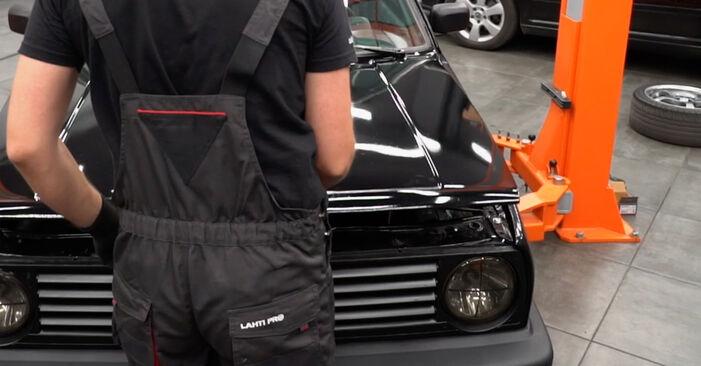Bytte Oljefilter på VW GOLF II (19E, 1G1) 1983 1.8 GTI alene