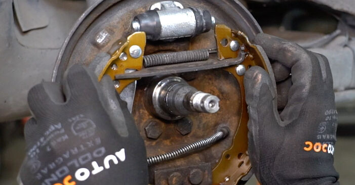 How to remove VW GOLF 1.6 1987 Brake Shoes - online easy-to-follow instructions
