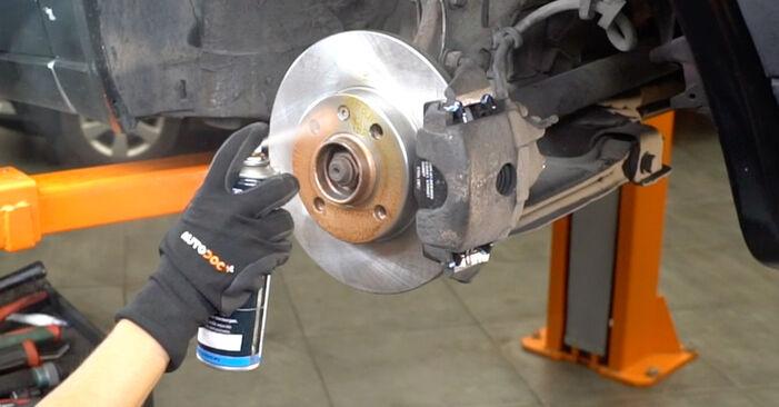 Ar sudėtinga pasidaryti pačiam: VW GOLF II (19E, 1G1) 1.6 TD 1989 Stabdžių diskas keitimas - atsisiųskite iliustruotą instrukciją