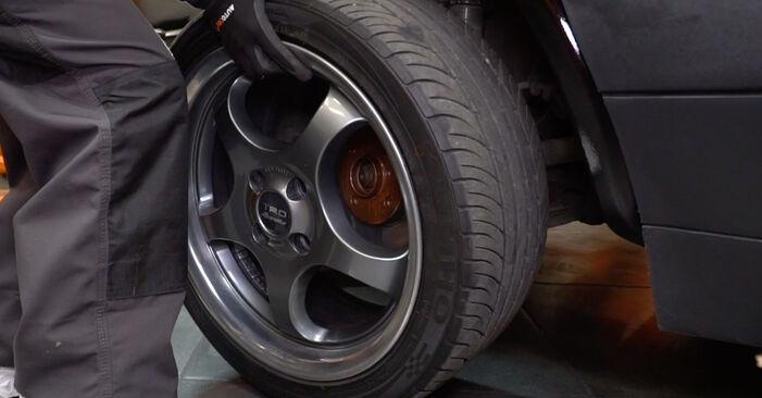 Wechseln Bremsbeläge am VW GOLF II (19E, 1G1) 1.3 Cat 1986 selber