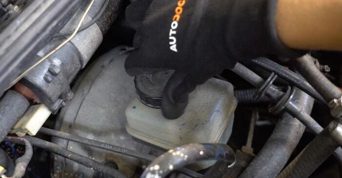 Bremsbeläge beim VW GOLF 1.8 GTI G60 1990 selber erneuern - DIY-Manual