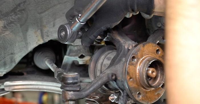 Kui keeruline on seda iseseisvalt teha: vahetada välja VW GOLF II (19E, 1G1) 1.6 TD 1989 Rattalaager - laadige alla illustreeritud juhend
