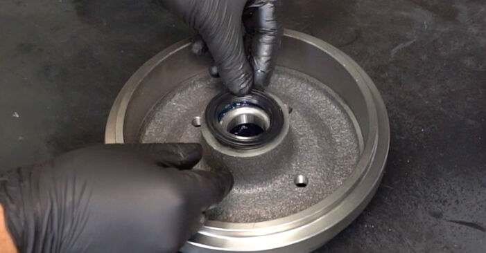 How to replace Wheel Bearing on VW GOLF II (19E, 1G1) 1988: download PDF manuals and video instructions