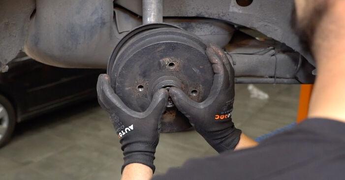 Manualul de înlocuire pas cu pas VW GOLF 1990 Rulment roata